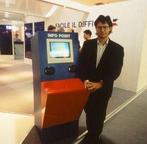 Carlo ed il suo Info Point con Touch Screen allo SMAU 1991