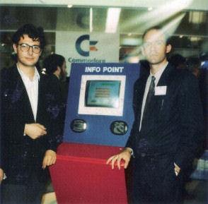 Carlo Santagostino con Ettore Caurla di Commodore Italia, il responsabile degli sviluppatori Commodore a quell'epoca.